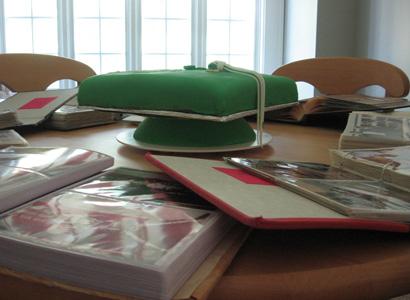 Grad_cake_books